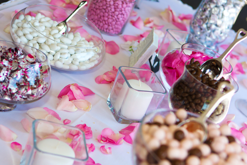 A Candy Bar Is Great Addition To Any Wedding Grab Few Of Your Favorite Sweets And Display Them Buffet Style For Guests Enjoy